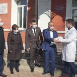 В Спасске шьют защитные маски и костюмы для врачей