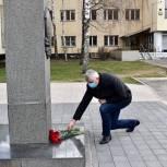 Партийцы Балашихи возложили цветы к бюсту Маршала Советского Союза Батицкого в день ПВО