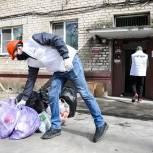 Молодогвардейцы в подмосковном Орехово-Зуеве помогли с переездом жителям дома, где взорвался газ