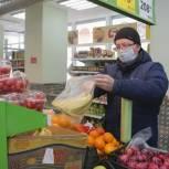 Сосногорский волонтер взял личное шефство над пенсионеркой