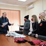 Более четырехсот бийских пенсионеров получили маски от депутата АКЗС Андрея Абрамова