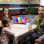Школьник из Клинцов получил в подарок ноутбук