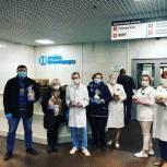 Врачей ЮАО, лечащих пациентов с COVID-19, поздравили с Пасхой