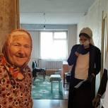 В Чеченской Республике волонтеры помогли доставить пенсию жительнице Шелковского района