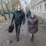 Вадим Супиков вручил одиноким пенсионерам округа продуктовые наборы