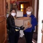 Волонтеры Павловского Посада развезли нуждающимся продуктовые наборы и свежую прессу