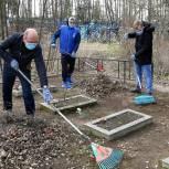 Активисты партпроекта «Городская среда» в Луховицах провели субботник на территории мемориала войны