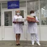 Депутат Госдумы передала работникам скорой медицинской помощи продуктовые наборы