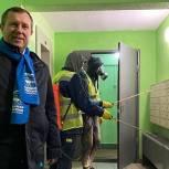 Качество дезинфекции подъездов в поселке Усово-Тупик проверили волонтёры