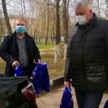 Тарас Ефимов передал маме четверых детей продуктовый набор