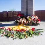 Партийцы возлагают цветы в память Героев Великой Отечественной войны