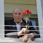 Партийцы Ишимского района поздравили ветеранов с 75-летием Победы