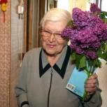 Символ Победы – букеты ароматной сирени вручили ветеранам на Колыме
