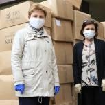 Партийцы вручили подарки врачам Долгопрудненской центральной больницы