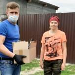 Волонтеры Тюменского района помогают в доставке продуктовых наборов семьям с детьми