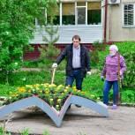 Активисты высадили абрикосы, яблони и дубки в одном из дворов Тобольска