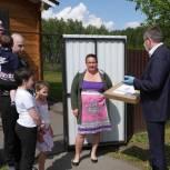 Семье-участнице партийного проекта из Ишимского района вручили ноутбук