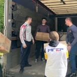 Луховицкие партактивисты помогли соцзащите разгрузить фуру с губернаторскими продуктовыми наборами
