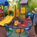 В Королёве провели мониторинг дезинфекции детских уличных игровых комплексов