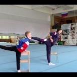 Воспитанники Старогородковской школы спортивной акробатики записали видеозарядку для детей