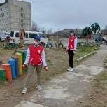 Молодогвардейцы Колымы провели мониторинг детских площадок