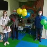 Партийцы Богородска поздравили детишек, проходящих лечение в детском отделении ногинской больницы