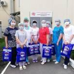 Медицинские работники благодарят добровольцев волонтерского центра «Единой России»