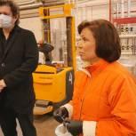 Ирина Роднина посетила производство компании «Народные промыслы» в Лобне