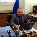 Виктор Заварзин провел дистанционный прием граждан