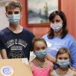 Партийцы передали ноутбук для многодетной семьи из Промышленного района