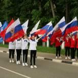 В Дзержинском над зданием администрации подняли флаг