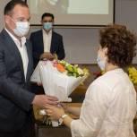 Ленинские партийцы поздравили медицинских работников