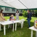 Секретарь Можайского отделения «Единая Россия» Дмитрий Абаренов проверил организацию выездного голосования