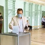 Члены регионального заксобрания голосуют за поправки в Конституцию РФ