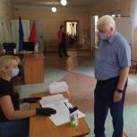 Александр Гуляков принял участие в голосовании по поправкам в Конституцию