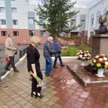 В Надыме «единороссы» почтили память Героя Анатолия Зверева