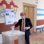 Владимир Кононов проголосовал по поправкам в Конституцию