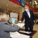 Секретарь одинцовского отделения партии проголосовал на участке в городском Доме офицеров