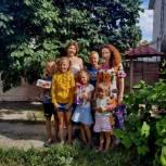 Литневская поблагодарила многодетную семью из Саратова за воспитание одаренных детей