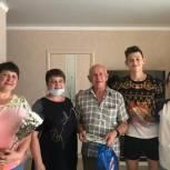 Партийцы поздравили жителей Заводского района с Днем семьи, любви и верности