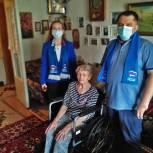 Единороссы Химок подарили инвалидное кресло ветерану Великой Отечественной войны