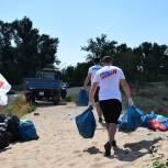 Активисты МГЕР провели масштабный экологический субботник на одном из волгоградских пляжей