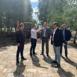 Игорь Коханый проинспектировал ход благоустройства Запрудненского парка
