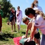 В Кузбассе матросы-спасатели учат отдыхающих помощи на воде
