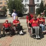 Дмитровске партийцы приняли Международную эстафету инвалидов-колясочников «Дорога Памяти»