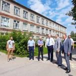 Депутаты от «Единой России» взяли на контроль ремонт кровли в клепиковской школе