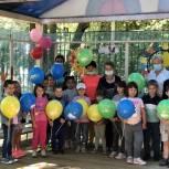 Домодедовские партийцы поздравили детей с Днем дружбы