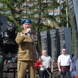 Единороссы приняли участие в праздничном митинге в честь Дня ВДВ