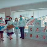 Молодогвардейцы Подмосковья поздравили медработников с Международным днем «Врачи мира за мир»