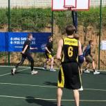 В День физкультурника единороссы Сергиева Посада провели турнир по стритболу